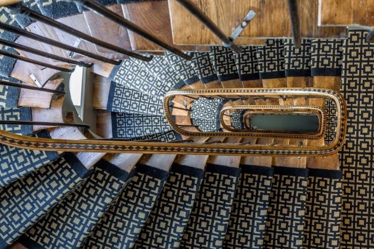 Retrouvez l 39 actualite du management hotelier coach hotels for Moquette geometrique